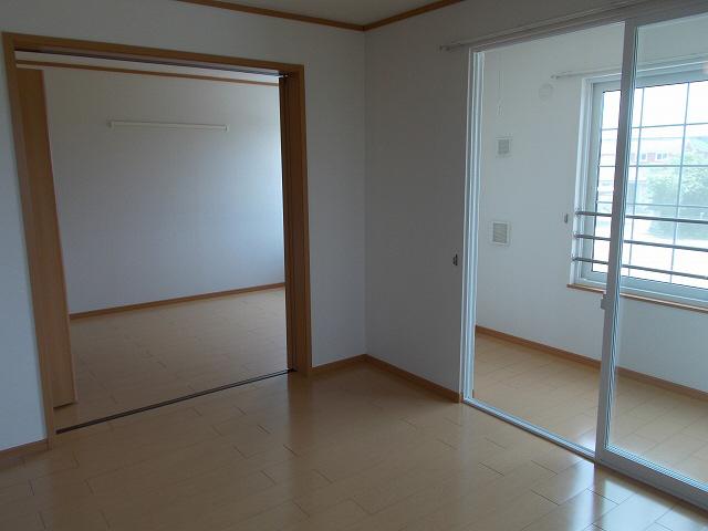 物件番号: 1110301860 エム・フィールド88A  富山市金泉寺 3LDK アパート 画像3