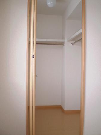 物件番号: 1110302914  富山市経田 2LDK アパート 画像3