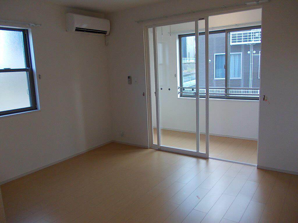 物件番号: 1110302800 ドゥ・ファミーユC  富山市常盤台 2LDK アパート 画像3