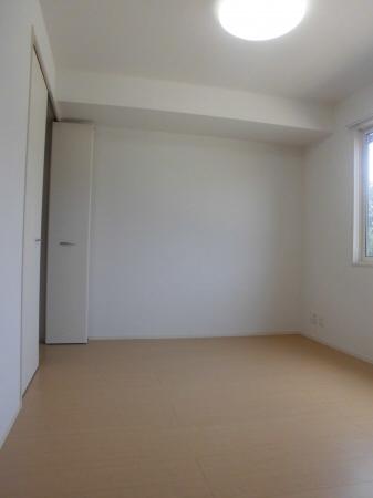 物件番号: 1110303288 ラ・フェルマータ山室A  富山市山室 2LDK アパート 画像4