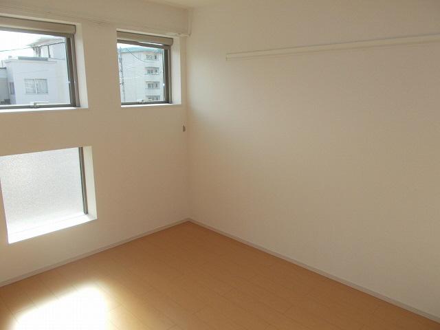 物件番号: 1110308472 グランMIKI手屋  富山市手屋1丁目 1LDK アパート 画像1