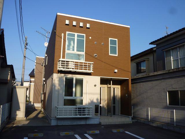 物件番号: 1110308786 グランMIKI 1  富山市清水町8丁目 1LDK アパート 外観画像