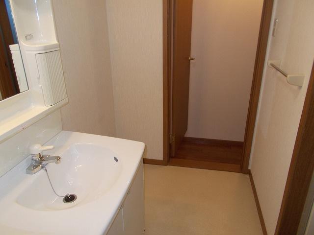 物件番号: 1110307176 グリシナハウス  富山市山室荒屋新町 2DK アパート 画像6